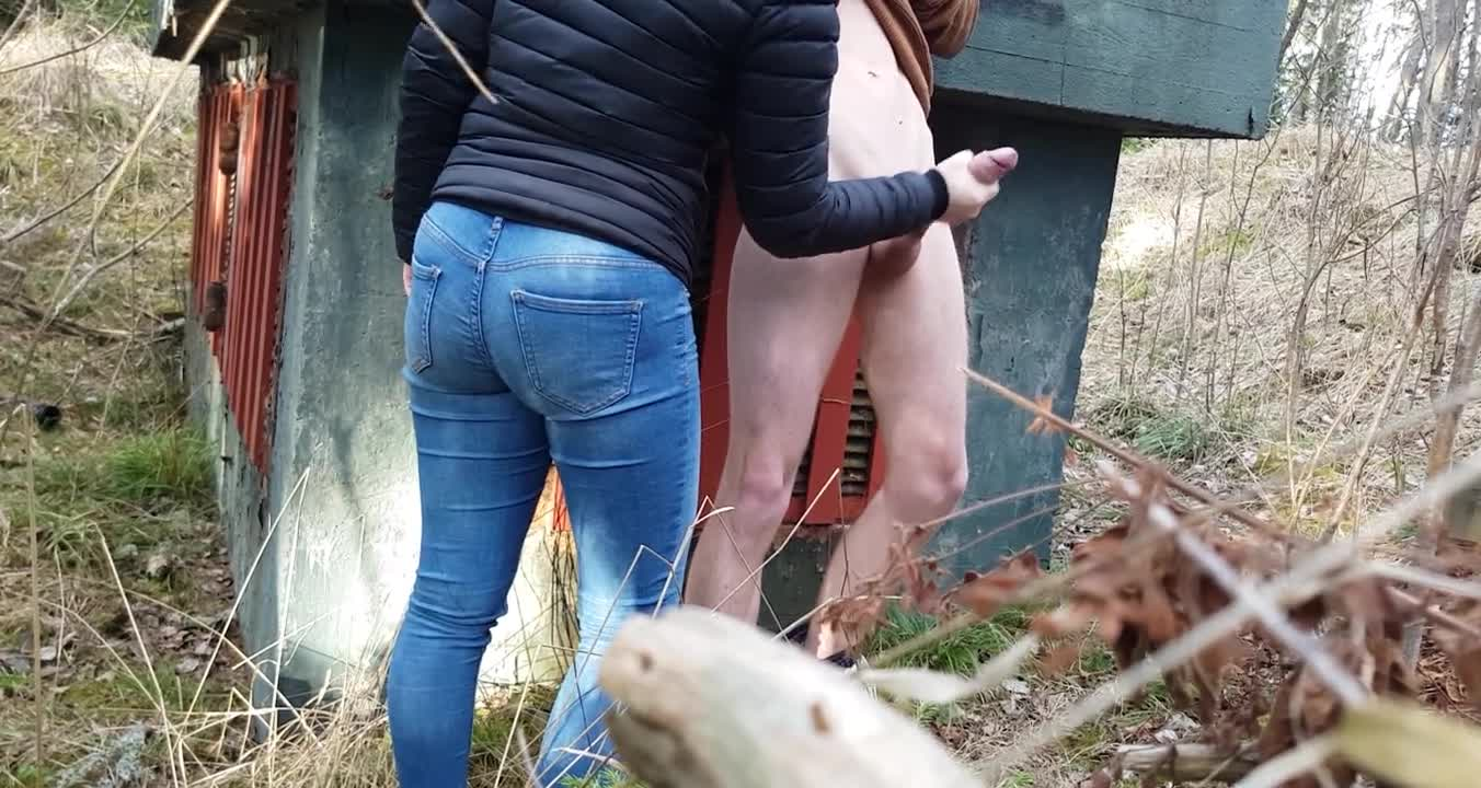 Surprise  Caught by a teen girl outdoors  She give a helping hand 20cm dick.mp4